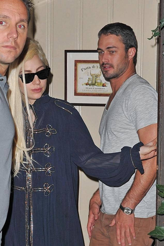 Via instagram lady gaga kisses boyfriend taylor kinney in an instagram